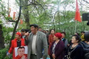 К митингующим возле Первомайского суда присоединились «атамекеновцы»