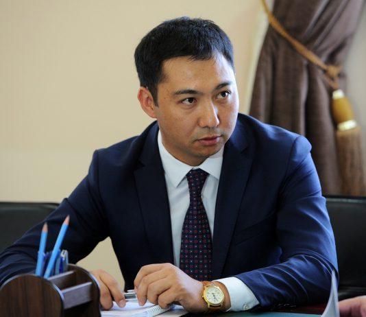 Министр культуры Кыргызстана игнорирует необходимость покинуть бизнес и не вписывает его в декларации — Economist.kg