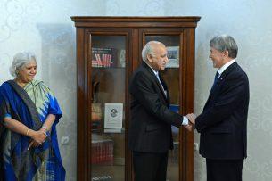 Атамбаев и глава МИД Индии обсудили проведение конференции лидеров мусульманского духовенства в Кыргызстане
