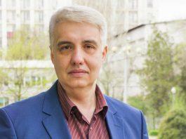 Эксперт: Увольнение Райыма Матраимова устраивает и Исакова, и Жээнбекова