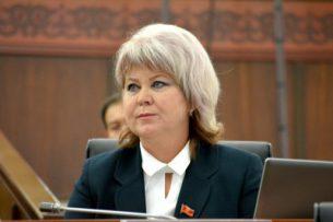 «Хватить мутить воду». Депутат Карамушкина попросила спикера парламента Кыргызстана не вводить людей в заблуждение