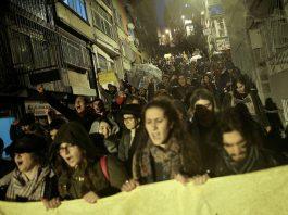 В Турции недовольные референдумом вышли на акцию протеста