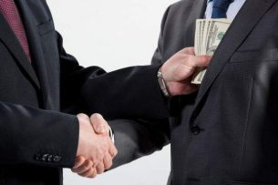 Выявлена коррупционная схема при сдаче торговых мест в ТЦ «Караван. Упущенная выгода более 367млн сомов