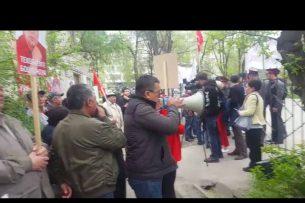 Возле Первомайского суда приходит митинг в поддержку Текебаева