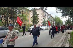 Митингующие в поддержу Текебаева пришли к зданию бывшего Военного суда