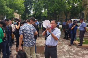 Кыргызское общество слепых и глухих раскололось на два лагеря