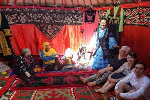 Жителям Бонна понравилось сидеть в кыргызской юрте