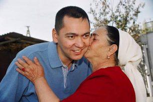 Омурбек Бабанов: Материнская любовь – основа всего: наших взглядов, характера, системы ценностей, отношений с собой и окружающими