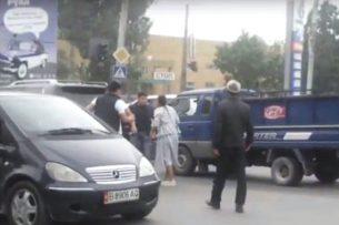 В Бишкеке водители, не поделившие дорогу, устроили драку, — читатель
