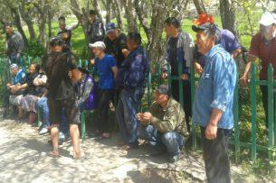 Горнорудники села Ак-Тюз четвертый месяц не получают зарплату, они выйдут на митинг