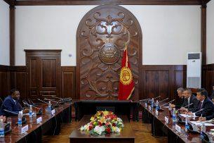 Сооронбай Жээнбеков и президент совета ИКАО обсудили вопросы модернизации гражданской авиации