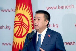 Экс -глава фракции СДПК Чыныбай Турсунбеков пока еще не вышел из партии