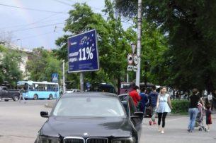 Читатель K-News: Автомобиль припарковали на пешеходном переходе по улице Айни