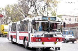Бишкекчане подписывают петицию: в центре Бишкека — только троллейбусы