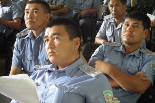 Участковым Бишкека рассказали о социальных болезнях и способах их выявления