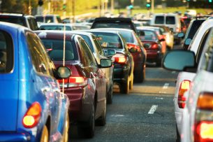 В КР снижены таможенные пошлины на ввоз авто, на электромобили введена нулевая ставка