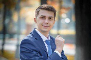 В Кыргызстане политологу предложили должность «на выбор» за участие в агитации за одну из партий