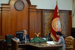 Алмазбек Атамбаев принял генерального прокурора Индиру Джолдубаеву