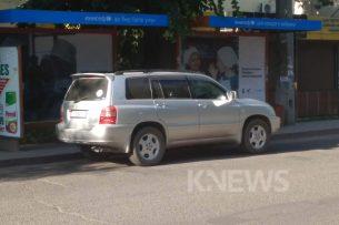 Очевидец K-News: На остановках в центре Бишкека паркуются автомобили
