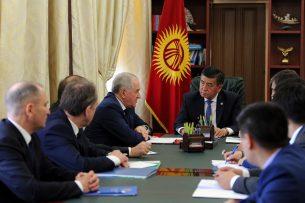 Премьер-министр Сооронбай Жээнбеков принял руководителя Федеральной таможенной службы РФ