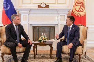 Турсунбеков рассказал, какие вопросы обсуждались на встрече с председателем Госдумы РФ
