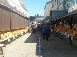 На Ошском рынке проводятся работы по демонтажу объектов облегченного типа