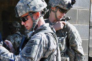 Пентагон намерен использовать в боях тактические смартфоны
