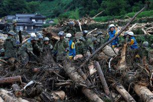 В Японии жертвами наводнения стали 29 человек