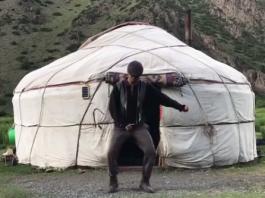 Танцы на джайлоо: видео-ответ атбашинской келинке от танцующего күйоо бала