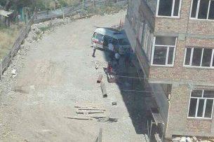 В Бишкеке с недостроенной девятиэтажки выпали двое рабочих, один погиб