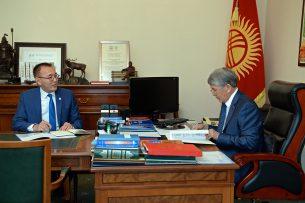 Алмазбек Атамбаев принял председателя Нацбанка Толкунбека Абдыгулова