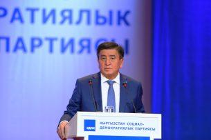 Сооронбай Жээнбеков предлагает программу по привлечению в органы государственного управления молодых кадров