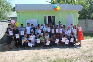 Жители приграничного села Кыргызстана построили школьную библиотеку своими силами