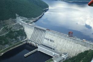 Атамбаев одобрил закон, ратифицирующий кредит на ввод в эксплуатацию второго гидроагрегата Камбаратинской ГЭС-2
