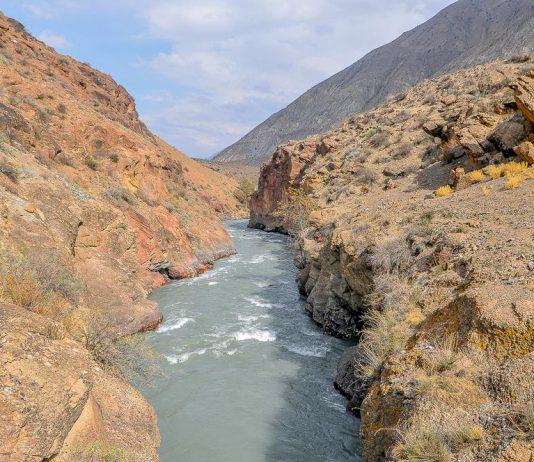 В Баткене ефрейтор упал в реку вместе с пулеметом
