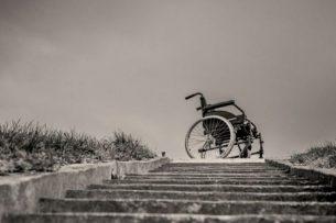 Социолог — о насмешках над инвалидами, псевдо-пандусах и проблемах городской среды