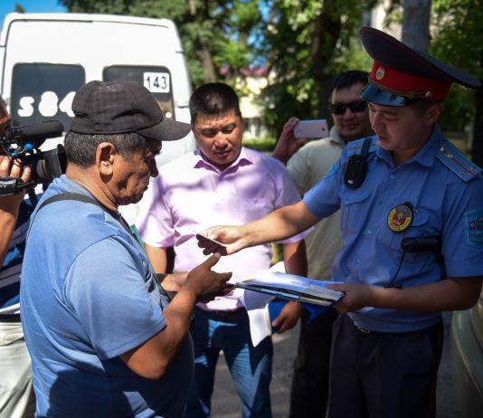 В Бишкеке проходит рейд по проверке общественного транспорта