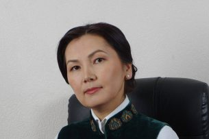 Дело Текебаева: Адвокаты подсудимого заявили о давлении на Аиду Салянову