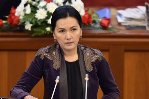 Депутат Аида Салянова попрощалась с коллегами из Жогорку Кенеша
