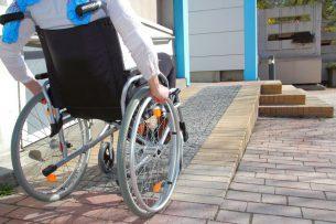 В реабилитационном центре для детей с ограниченными возможностями здоровья отсутствуют пандусы