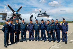 Министерство обороны России торжественно передало кыргызским военным 2 самолета АН-26
