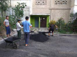 Жители столичного микрорайона жалуются на низкое качество работ, проведенных «Бишкекасфальтсервисом»