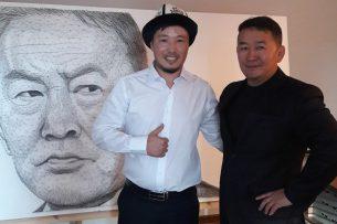 Кыргызстанец подарил президенту Монголии его портрет из гвоздей и ниток
