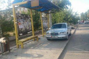 ГУПМ просят принять меры в отношении водителей, паркующихся на остановках