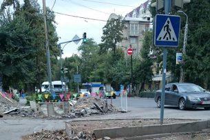 Бишкек превратился в газовую душегубку: горожане возмущены вырубкой деревьев в центре столицы