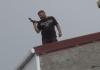 В Стамбуле неизвестный открыл огонь с крыши здания