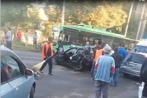 Виновником ДТП в центре Бишкека, в котором погибли двое, оказался старшина милиции, он был пьян