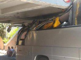 В Риме автобус с туристами врезался в мост, пострадало 18 человек