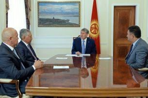 Алмазбек Атамбаев попросил собрать внеочередную сессию ЖК