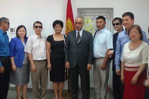 Министр соцразвития Кыргызстана встретилась с председателем Арабского союза слепых